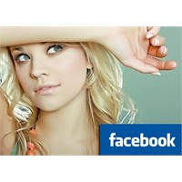 Facebook'ta 2 Sarışın=1 Virüs