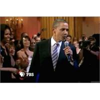 Barack Obama Mikrofonu Eline Alıyor!