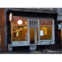 Amsterdam'da Bir Tanıdık. Güllüoğlu...