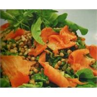 Buğdaylı Somonlu Salata