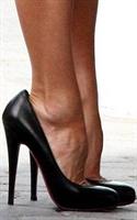 10 Kadından 4 ü Dar Ayakkabı Giyiyor