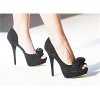 Şık Ayakkabıların İçindeki Ayaklar Bakımlı Mı?
