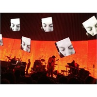 "Yeni Şarkı: Radiohead ""Skirting On The Surface"""