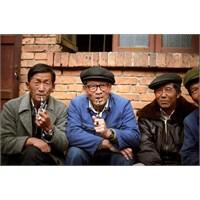 Çin'de Arkadaşlıklar, Sigara İle Başlar