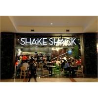 Hedef Aydınlatma'dan İstinye Park Shake & Shack