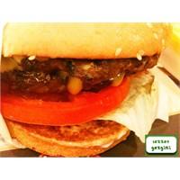 Paris Hilton'un Favori Burger'i Artık Türkiye'de!
