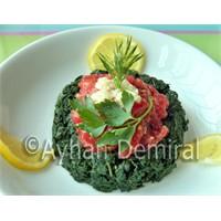 Zeytinyağlı Isırgan Salatası