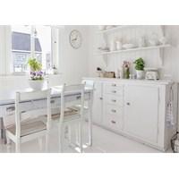 Beyaz Renkli Harika Bir Ev Dekorasyonu
