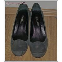 Kokoş Kardeşimin Kokoş Ayakkabısı