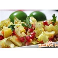 Narlı Zerdeçallı Patates Salatası
