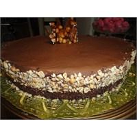 Çikolata Ve Fındık Krokanlı Yeni Yıl Pastası Tarif