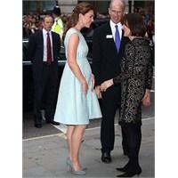 Kate Middleton: Mavi Emilia Wickstead Elbise