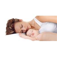 Bebeklerin Ağrısını Anneleri Daha İyi Dindiriyor