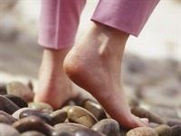 Çıplak Ayakla Yürümek Faydalıdır.