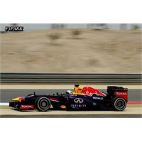 Vettel Bahreyn'de Rahat Kazandı