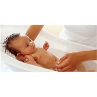 Bebeğinizi Haftada Kaç Kez Yıkıyorsunuz?