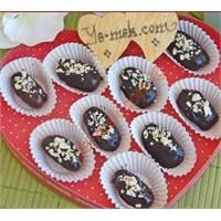 Bademli Çikolatalı Hurma Tatlısı (Resimli)
