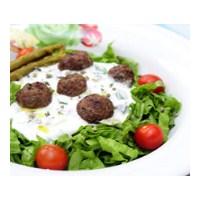 Köfteli Salata İle Sofranıza Renk Katın