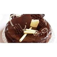 Klasik Çikolatalı Yaş Pasta