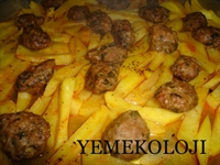 Fırında Köfteli Baharatlı Patates