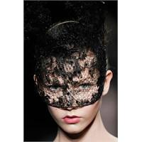 Vogue'da Maskeli Balo