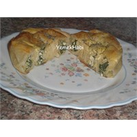 Pazılı Peynirli Gül Böreği