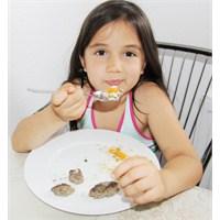 Çocuklar Küçük Yaşta Diyete Başlıyor