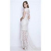 Beyaz Dantel Elbiselerle Gelen Yaz Şıklığı