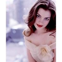 Anne Hathaway.. Peri Kızından Beslemeliğe Doğru :)