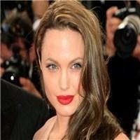Angelina Jolie ' Gögüslerini' Aldırdı.!