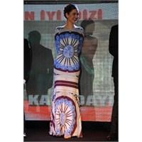 Bergüzar Korel'in Elbisesi Görülmeye Değerdi!