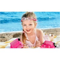 Çocuklarımızı Güneşin Zararlı Etkilerinden Koruyun