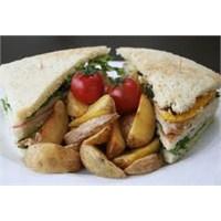 Kahvaltıda Kulüp Sandviç