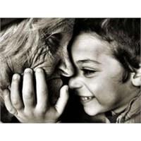 Bir Gün Bir Adam Yaşlı Babasını Sırtına Almış Ve..