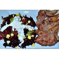 Kuzu Pirzola Ve Akdeniz Yeşilliği Salatası
