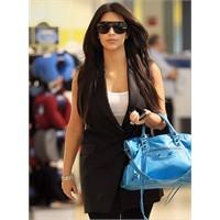 Kim Kardashian'ın Siyah Yelekleri