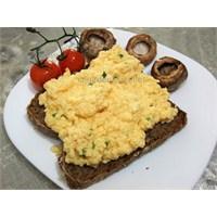 Gordon Ramsay Kremalı Yumurtalı Ekmek