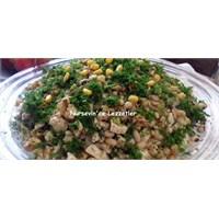 Tavuklu Cevizli Kuru Börülce Salatası Tarifi