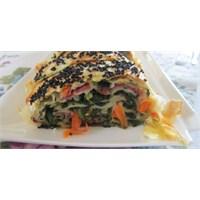 Pastırmalı Sebzeli Rulo Börek