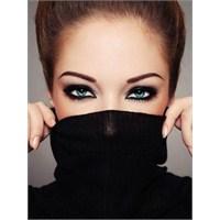 Kadınlar İçin Göz Kalemi Kullanmanın İncelikleri