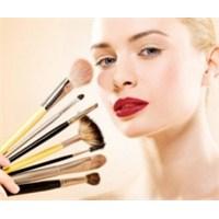 Makyaj Doğru Bir Şekilde Nasıl Temizlenir?