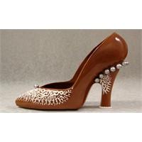 Çikolata Kokulu Ayakkabılar