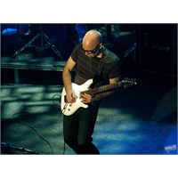 Joe Satriani'den Satchurated