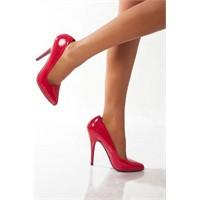 Kadınlar Ayakkabıya Neden Düşkün?