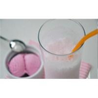 Ev Yapımı Çilekli Milkshake Tarifi