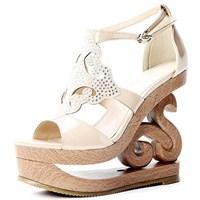 Trend: Oyma Topuklu Ayakkabı