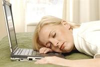 Artık Kadınlar İnternetsiz Uyuyamıyor