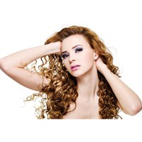 Kıvırcık Saçların Bakımı Ve Şekil Alması İçin Zorl