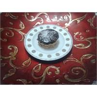 Çikolata Soslu Büsküvili Muzlu Pasta