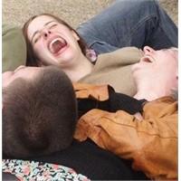 İki kişi gülmekten öldü şaka değil gerçek
